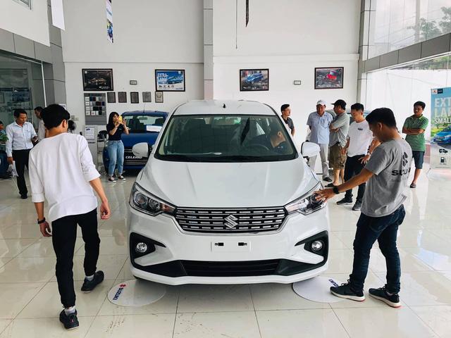 Suzuki Ertiga thế hệ mới giá từ 499 triệu đồng ồ ạt đổ bộ đại lý, đối thủ của Mitsubishi Xpander giao xe từ tháng 7 - Ảnh 1.