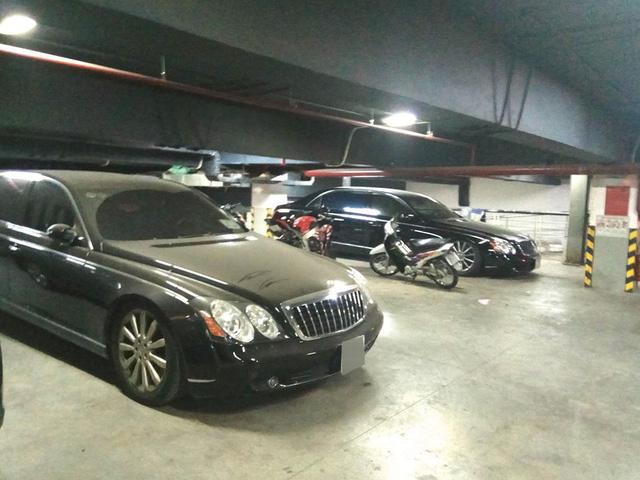 Xót xa nhiều siêu xe và xe siêu sang bị 'bỏ rơi' tại Việt Nam - Ảnh 4.