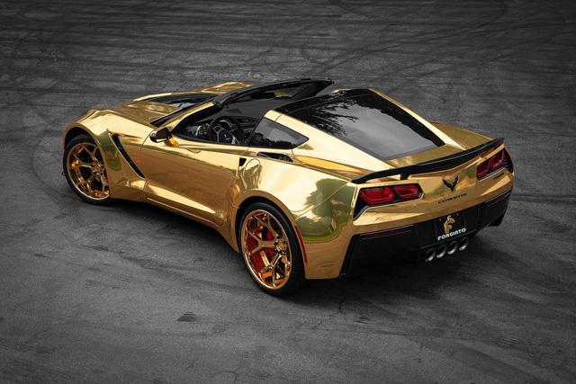 Chevrolet Corvette nổi bật nhất phố với lớp wrap vàng bóng, mâm Forgiato đồng màu khổng lồ - Ảnh 2.