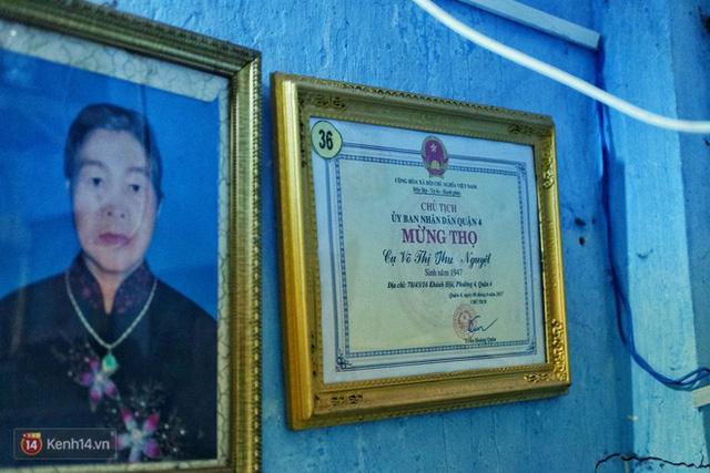 Cu ba 73 tuoi chay xe om cong nghe de nuoi chau o Sai Gon Nhieu khi buon tui lam dinh mua la ve benh nam luon...