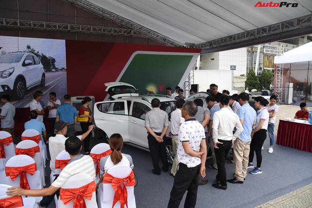VinFast bàn giao hàng trăm xe Fadil, lập kỷ lục tại Việt Nam - Ảnh 13.