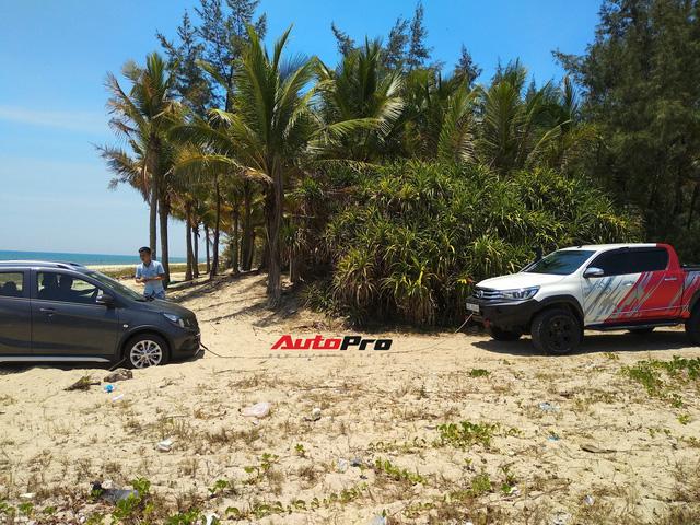 VinFast Fadil đầu tiên bị lún cát và đây là cách giải quyết của chủ xe - Ảnh 2.
