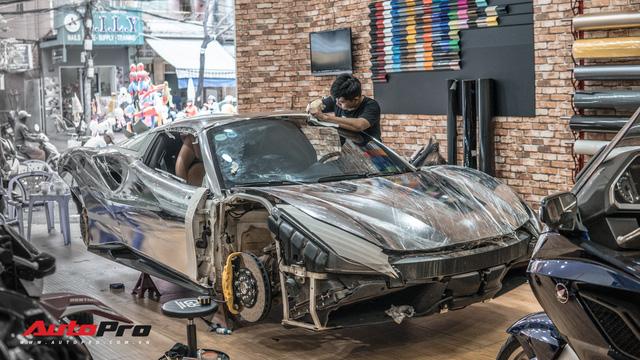 Ferrari 488 Spider của đại gia Bình Phước nổi bật với lớp decal chrome bạc độc đáo - Ảnh 3.