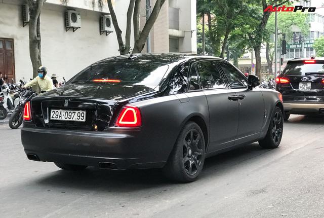 Rolls-Royce Ghost độ huyền bí với biển thần tài mãi mãi gây chú ý tại thủ đô - Ảnh 3.