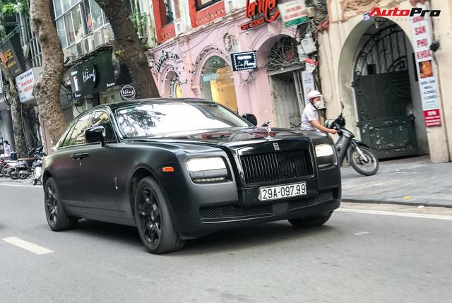 Rolls-Royce Ghost độ huyền bí với biển thần tài mãi mãi gây chú ý tại thủ đô - Ảnh 1.