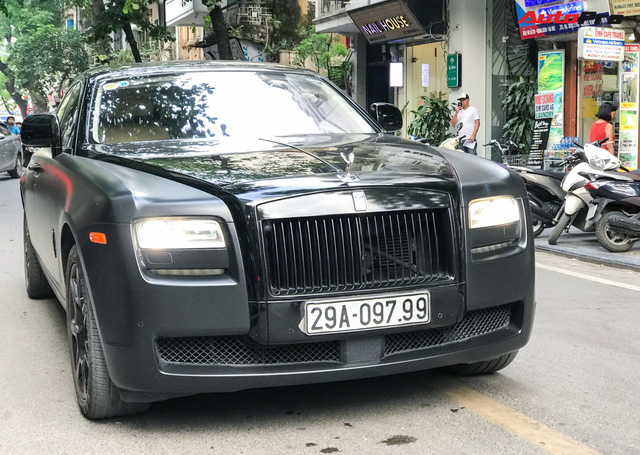 Rolls-Royce Ghost độ huyền bí với biển thần tài mãi mãi gây chú ý tại thủ đô - Ảnh 2.