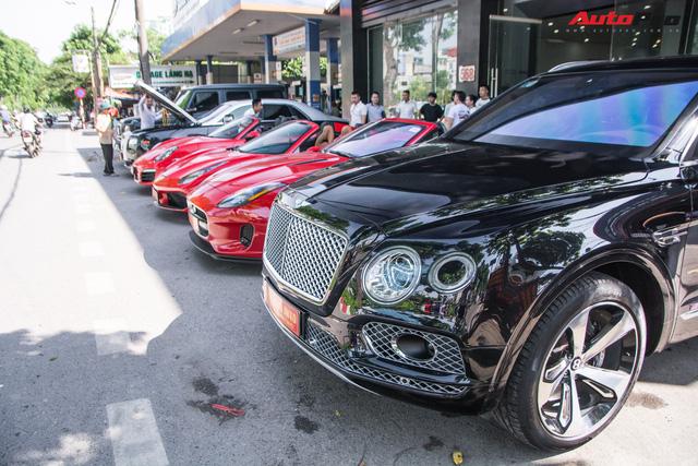 Dàn siêu xe, xe thể thao và xe siêu sang trị giá cả trăm tỷ diễu hành trên phố Hà Nội - Ảnh 15.
