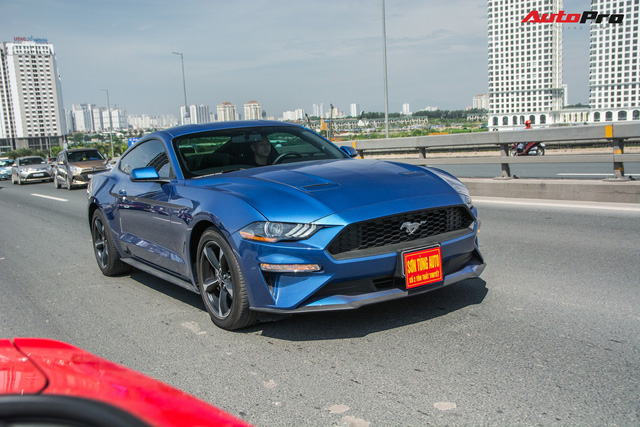 Dàn siêu xe, xe thể thao và xe siêu sang trị giá cả trăm tỷ diễu hành trên phố Hà Nội - Ảnh 12.