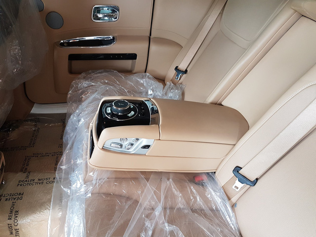 4 năm tuổi, Rolls-Royce Ghost Series II vẫn có giá hơn 20 tỷ đồng - Ảnh 12.