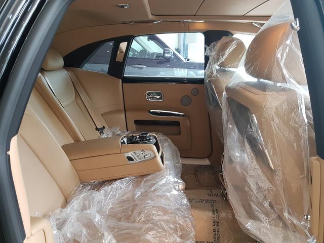 4 năm tuổi, Rolls-Royce Ghost Series II vẫn có giá hơn 20 tỷ đồng - Ảnh 11.