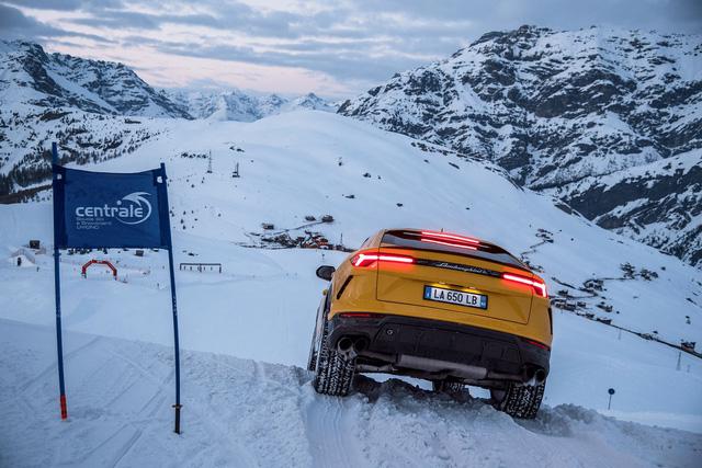 Lamborghini Urus dat khach ky luc de trung vang cho hang sieu xe Y