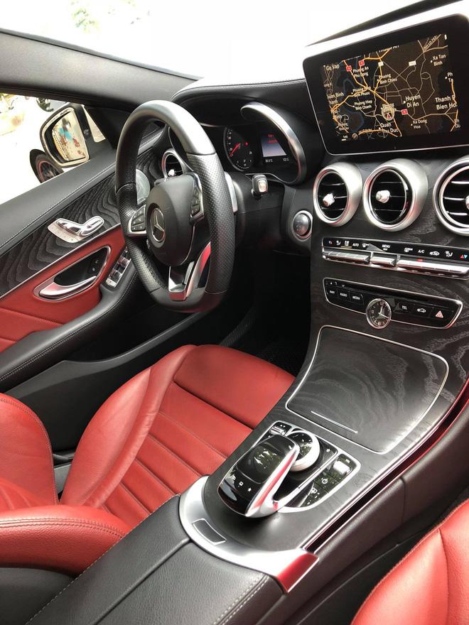 Van Navy tang Mercedes-Benz C250 AMG tri gia 2 ty dong cho chi gai nhan dip sinh nhat