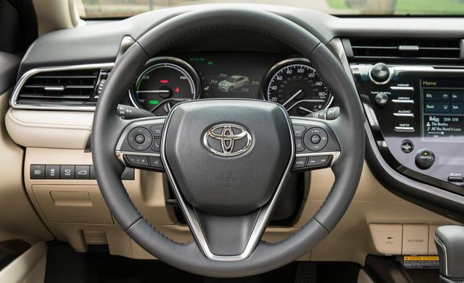 2018 toyota camry 111 15526722859021995703066 - Đánh giá Toyota Camry 2019 sắp bán tại Việt Nam - Lý do đợi chờ hơn 10 năm là đây