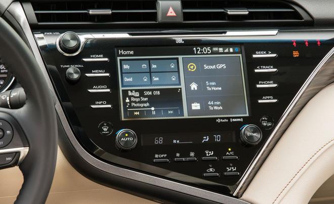 2018 toyota camry 114 15526722858991959261246 - Đánh giá Toyota Camry 2019 sắp bán tại Việt Nam - Lý do đợi chờ hơn 10 năm là đây