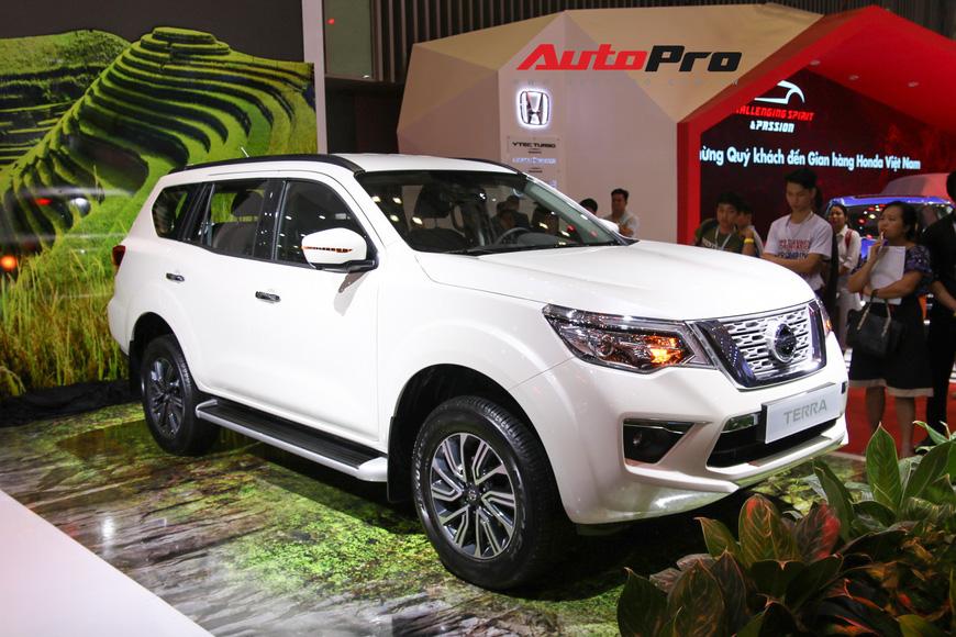 Cận cảnh Nissan Terra - SUV 7 chỗ tham vọng soán ngôi Toyota Fortuner tại Triển lãm Ô tô Việt Nam 2018 - Ảnh 1.