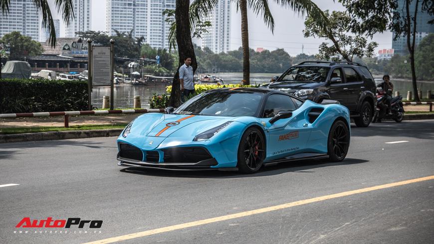 Đeo biển mới, Pagani Huayra đi ăn mừng khắp Sài Gòn cùng cặp đôi siêu xe khủng - Ảnh 6.
