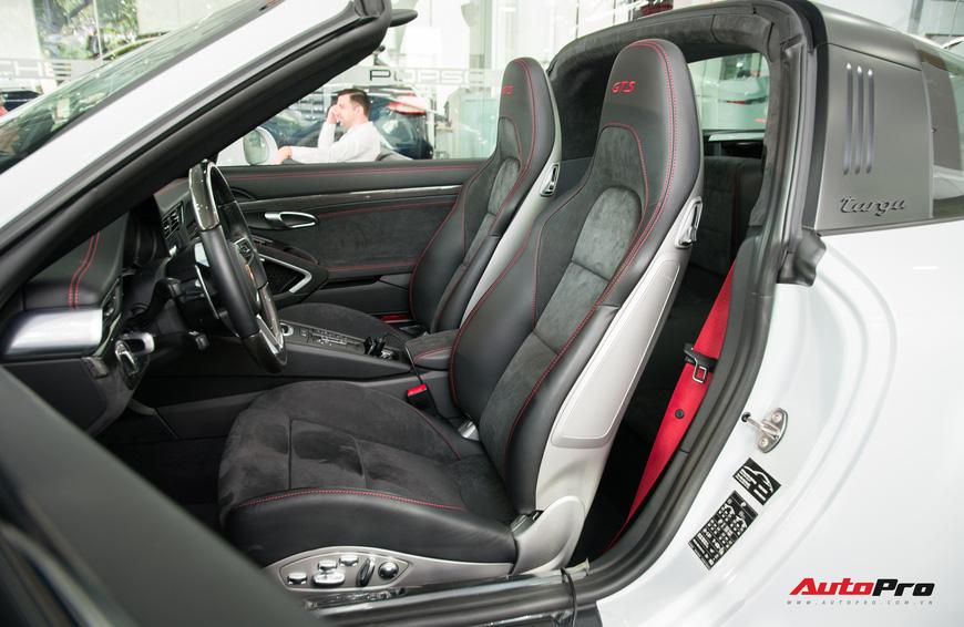 Khám phá Porsche 911 Targa 4 GTS đầu tiên Việt Nam, giá trên 11 tỷ đồng - Ảnh 13.