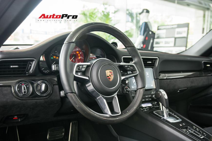 Khám phá Porsche 911 Targa 4 GTS đầu tiên Việt Nam, giá trên 11 tỷ đồng - Ảnh 12.