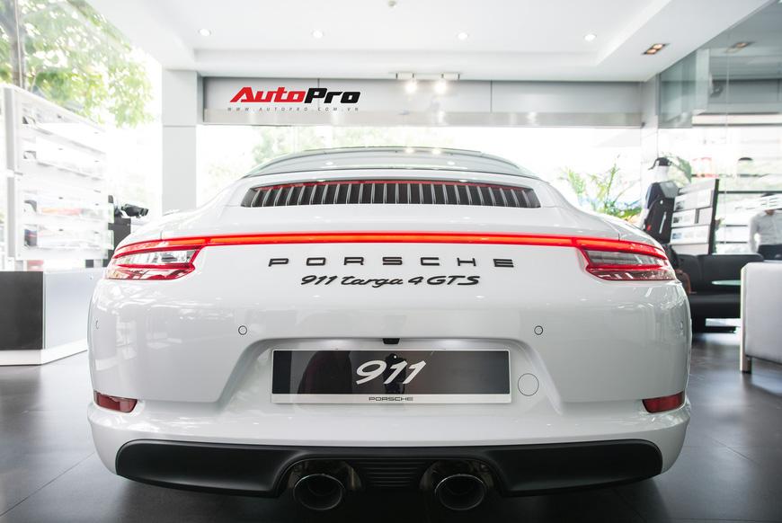 Khám phá Porsche 911 Targa 4 GTS đầu tiên Việt Nam, giá trên 11 tỷ đồng - Ảnh 8.