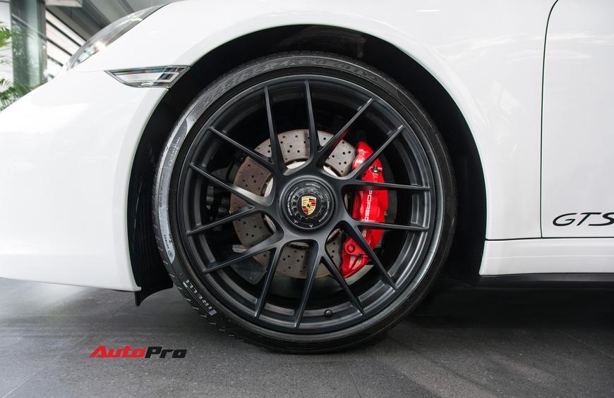 Khám phá Porsche 911 Targa 4 GTS đầu tiên Việt Nam, giá trên 11 tỷ đồng - Ảnh 6.