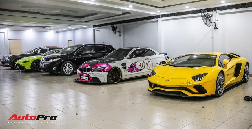 Đại gia Hoàng Kim Khánh khoe dàn siêu xe độc nhất Việt Nam: Aston Martin nổi bật nhưng xe cũ còn dị và chiếm spotlight hơn - Ảnh 6.