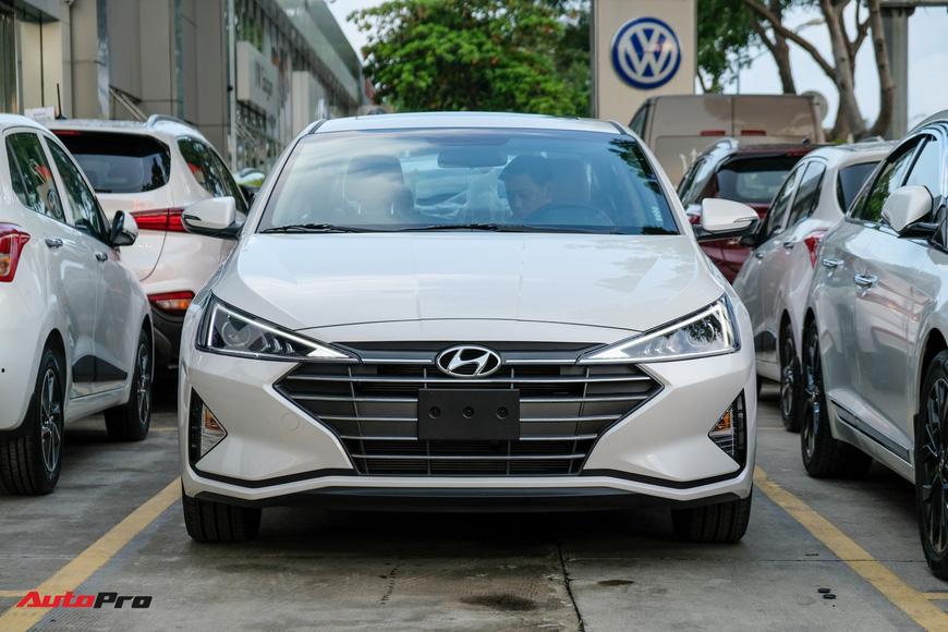 Cận cảnh Hyundai Elantra 2019 giá từ 580 triệu đồng đã về đại lý, phả hơi nóng lên Kia Cerato - Ảnh 2.