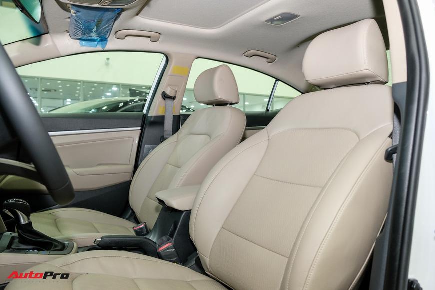 Cận cảnh Hyundai Elantra 2019 giá từ 580 triệu đồng đã về đại lý, phả hơi nóng lên Kia Cerato - Ảnh 14.