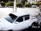 Ăn trộm xe bán tải trắng trợn ở cây xăng
