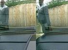 Giả vờ đẩy xe nôi, người đàn ông cào xước xe Aston Martin