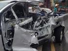 Va chạm với xe đầu kéo, Ford Ranger bị xé nát cửa