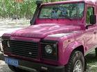 Land Rover Defender mất chất việt dã vì màu sơn hồng nữ tính