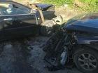 Sơn La: Va chạm với Audi Q5, Toyota Corolla Altis nát bét đầu
