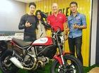 Johnny Trí Nguyễn và bạn gái sắm cặp đôi Ducati Scrambler mới