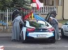 Cư dân mạng xôn xao với hình ảnh hai bà sơ lái BMW i8