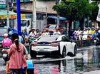 Hình ảnh BMW i8 lội nước tại Sài Gòn gây xôn xao trên mạng xã hội nước ngoài