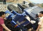 Giải cứu tài xế mắc kẹt trong buồng lái xe tải