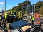 Lính cứu hỏa cắt mui Mercedes-Benz G63 AMG để cứu một cầu thủ bóng đá