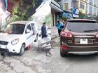 Đuổi nhau với Hyundai Santa Fe, xe taxi lao vào nhà dân