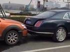 """""""Xe cỏ"""" đâm vỡ cản va của Bentley Mulsanne biển đẹp, người lái """"méo mặt"""" với tiền đền bù"""