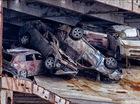 1.400 chiếc xe Mitsubishi chìm dưới đáy biển được trục vớt lên bờ