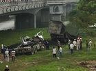 Huế: Xe tải lao từ trên cầu xuống đất, tài xế tử vong tại chỗ