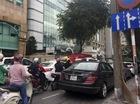 Kiểu dừng đỗ xe ô tô nhức mắt giữa Sài Gòn