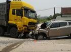 Quảng Ninh: Mazda BT-50 tông trực diện xe tải, 2 người gãy chân