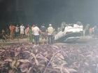 """Hà Nội: Hyundai i20 Active """"ngửa bụng"""" trong đêm, một gia đình thoát chết"""