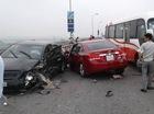 Chạy lấn làn trên cầu Thăng Long, Chevrolet Cruze đâm nát đầu, bung túi khí Toyota Corolla Altis