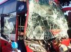 Hành khách hoảng loạn khi xe giường nằm tông dải phân cách và đâm trực diện xe ben