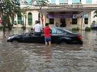 """Mưa lớn tại Hải Phòng, hàng loạt ô tô """"chết đuối"""", có cả Mercedes-Benz S-Class"""