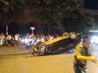 Hà Nội: Nữ tài xế lái Honda Civic đâm xe máy, húc cột điện rồi lật ngửa