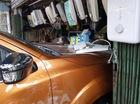 Sài Gòn: Nissan Navara đâm hàng loạt ô tô và xe máy trước khi lao vào cửa hàng bên đường