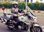 """Nữ cảnh sát giao thông xinh đẹp lái mô tô phân khối lớn """"gây bão"""" trên mạng"""